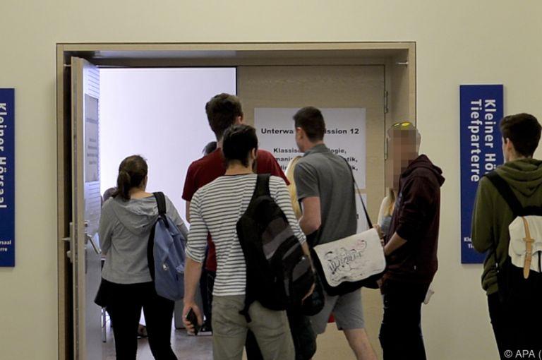 ÖH-Wahl: Panne und Demo am ersten Wahltag
