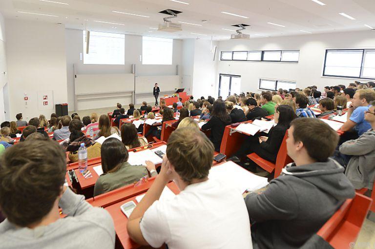 Uni-Budget: Mahrer schickt Studienplatz-Finanzierung in Begutachtung