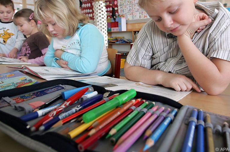 Volksschüler lesen und rechnen verhältnismäßig wenig