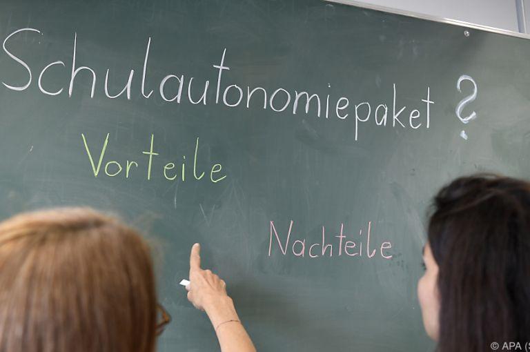 """Schulautonomie: Hammerschmid warnt vor """"Rückwärtsgang"""""""