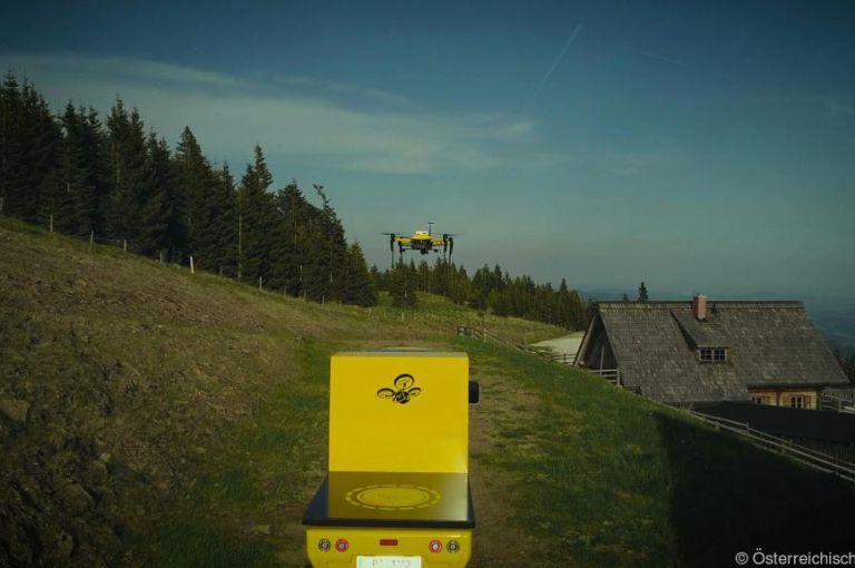 TU Graz testet autonome Fahrzeuge und Drohnen als Paketzusteller