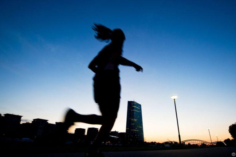 Blaues Licht steigert abendliche Leistung von Sportlern