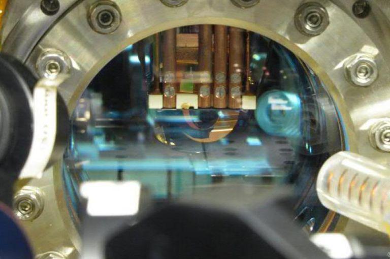 Ein Quantensimulator zur Überprüfung physikalischer Theorien