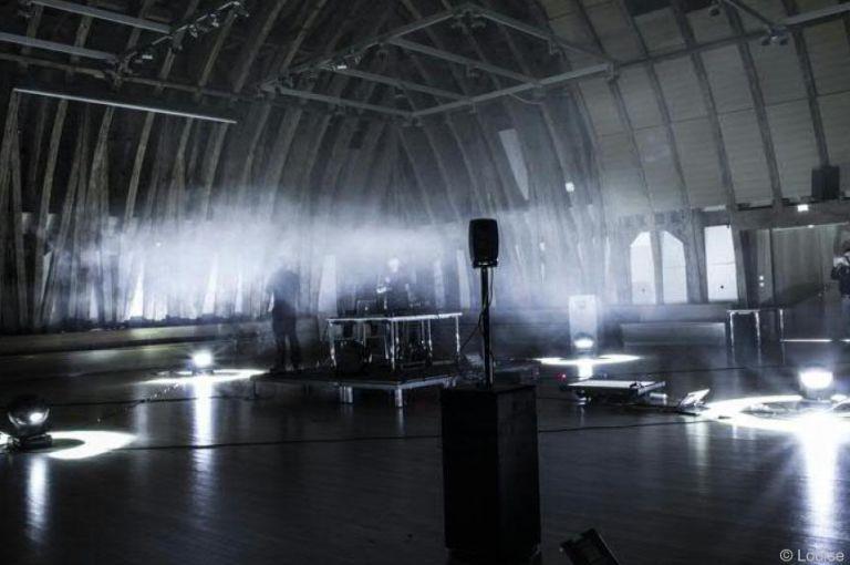 Roboter, Smartphones und Laser: Publikum performt mit