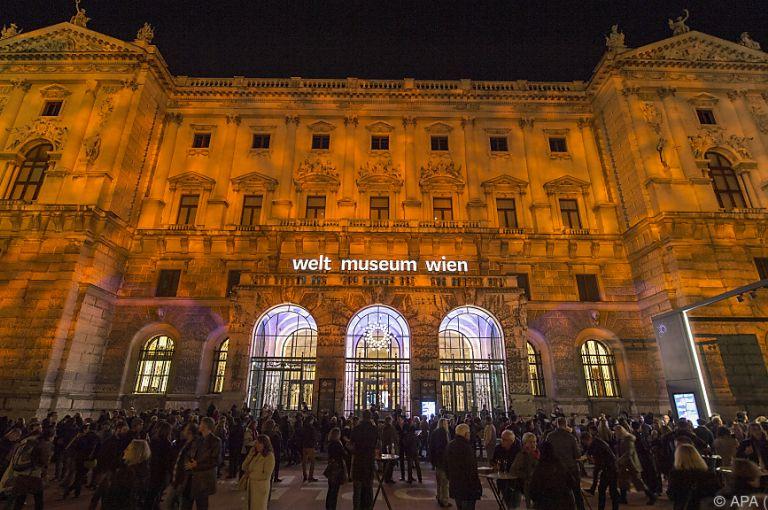 Weltmuseum Wien eröffnet - 7.500 Menschen bei Show am Heldenplatz
