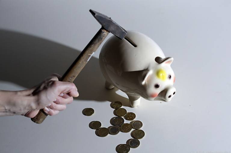 """Raiffeisenlandesbank lockt an Volkschulen mit """"Geschenken"""""""