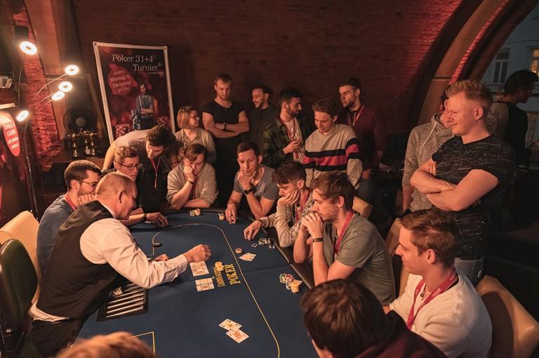 Pädagogen gewinnen Hörsaal Poker Series X