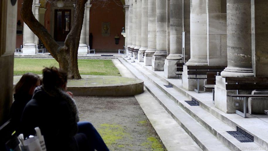 Uni Wien will ausreichend Termine für die Ergänzungsprüfung anbieten