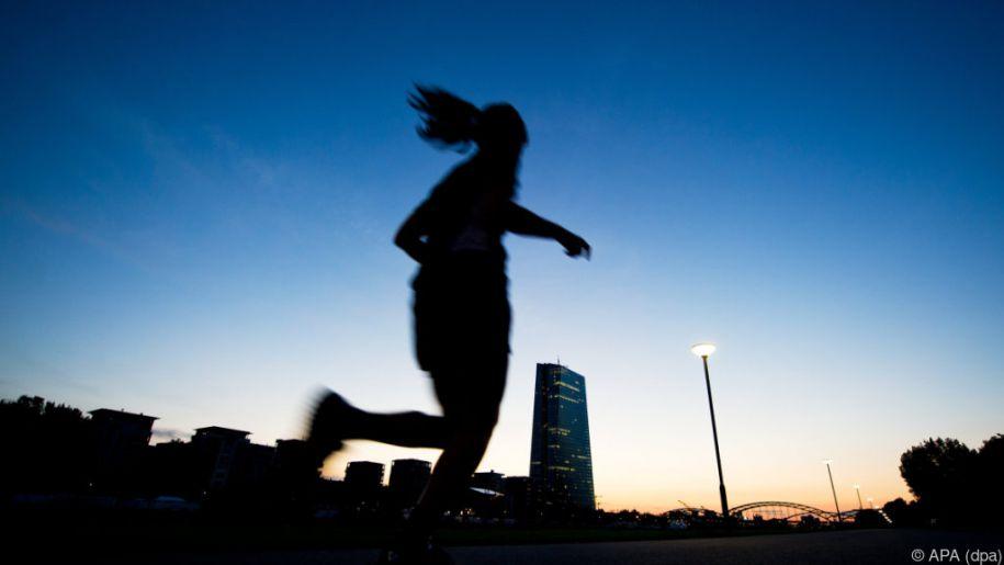 """Blaues Licht verringert die Produktion des """"Schlafhormons"""" Melatonin"""
