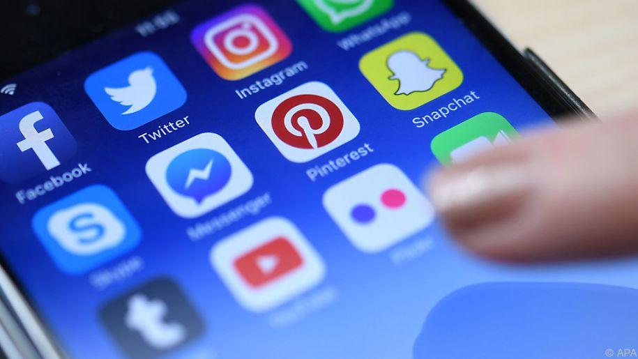 Viele Teenager nutzen mehrere Stunden am Tag ihr Smartphone